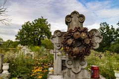 A Pine Cone Wreath on a tombstone royalty free stock photos