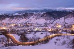 Transylvania zimy krajobraz w Otrębiastym terenie, Brasov okręg administracyjny zdjęcia stock