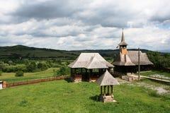 Transylvanian Kirche mit Landschaft Stockfoto