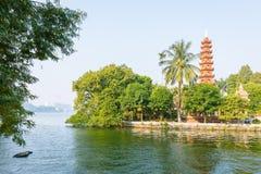 Tranu Quoc pagoda w Hanoi w dniu, Wietnam obraz stock