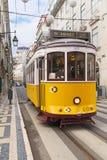 Tranvía amarilla 28 de Lisboa Foto de archivo libre de regalías