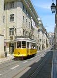 Tranvía amarilla de Lisboa Fotos de archivo libres de regalías
