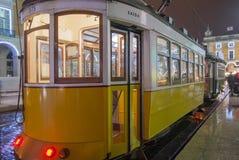 Tranvía amarilla de Lisboa fotos de archivo