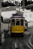 Tranvía amarilla de Lisboa en Portugal fotografía de archivo libre de regalías
