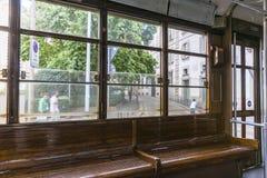 Tranvía clásica interior en Milano, Italia fotografía de archivo libre de regalías