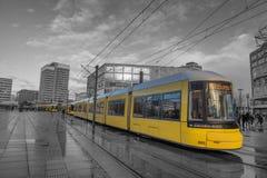 Tranvía de Berlín en Alexanderplatz Foto de archivo