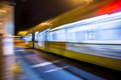 Tranvía de la calle del movimiento fotos de archivo