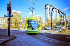 Tranvía de Portland, ése abierto en 2001 y surroun de las áreas de los servicios Imágenes de archivo libres de regalías