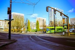Tranvía de Portland, ése abierto en 2001 y surroun de las áreas de los servicios Fotos de archivo libres de regalías
