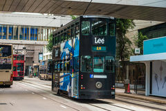 Tranvía del autobús de dos pisos de Hong Kong en central Foto de archivo