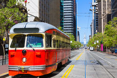 Tranvía del coche de San Francisco Cable en la calle de mercado California Fotografía de archivo