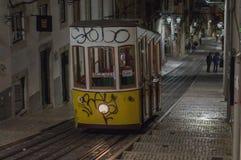 Tranvía del vintage en Lisboa, Portugal foto de archivo libre de regalías