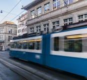 Tranvía eléctrica en la ciudad de Zurich, Suiza Foto de archivo libre de regalías