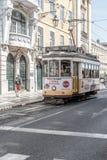 Tranvía en el centro de Lisboa, Portugal Fotografía de archivo