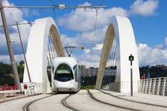Tranvía en el puente Foto de archivo