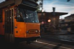 Tranvía en Milano fotos de archivo
