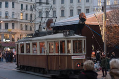 Tranvía histórica vieja en los mercados de la Navidad en Liberty Square Fotos de archivo