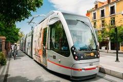 Tranvía moderna Tussam en la línea en Sevilla, España Imágenes de archivo libres de regalías