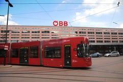 Tranvía roja de Innsbruck Imagen de archivo libre de regalías