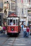 Tranvía roja del vintage en el cuadrado de Taksim en Estambul, Turquía Fotografía de archivo