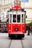 Tranvía roja en el cuadrado de Taksim Línea turística famosa con la tranvía del vintage Imagen de archivo libre de regalías