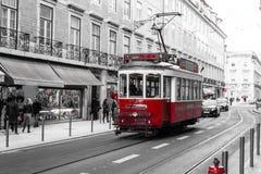 Tranvía roja en Lisboa (Portugal) Fotografía de archivo libre de regalías