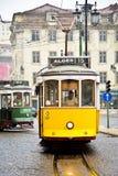 Tranvía típica, Lisboa, Portugal Fotos de archivo