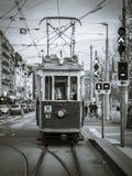 Tranvía tradicional en Ginebra céntrica, Suiza imágenes de archivo libres de regalías