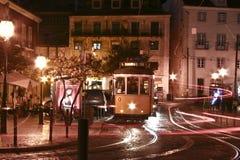 Tranvías de Lisboa en la noche Foto de archivo libre de regalías