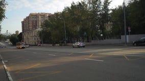 Tranvías públicas en las calles de Moscú