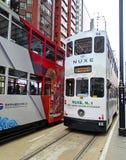 Tranvías viejas del autobús de dos pisos en North Point, Hong Kong Foto de archivo libre de regalías
