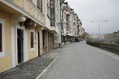 Tranv?a en la calle de Bratislava fotografía de archivo