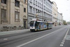 Tranv?a en la calle de Bratislava fotografía de archivo libre de regalías
