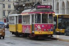 Tranvía de la Navidad en Lisboa Foto de archivo