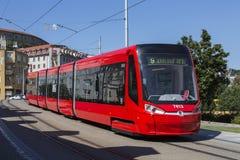 Tranvía de Skoda 30T - Bratislava - Eslovaquia Fotos de archivo