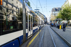 Tranvía en Ginebra, Suiza Imagen de archivo libre de regalías