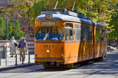 Tranway en straatscène van de stad van de binnenstad van Sofia stock fotografie