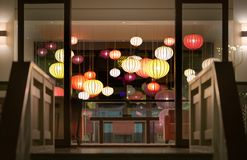 De ontvangst van het hotel met lantaarns in Vietnam, Azië. Royalty-vrije Stock Foto's