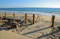 Trap aan strand in Crystal Cove State Park royalty-vrije stock afbeeldingen