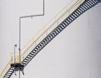 Trap die de kant van een olietank uitgaan Royalty-vrije Stock Foto