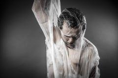 Trap.man in reusachtig wit spinneweb wordt verward dat Royalty-vrije Stock Foto's
