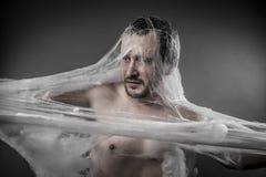Trap.man tangled na Web de aranha branca enorme Imagens de Stock Royalty Free