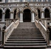 Trap van het Doge` s Paleis in Venicetaly Stock Fotografie