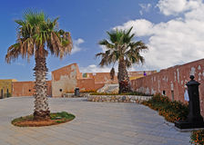 Trapan - Sicilië - met palmen Stock Fotografie