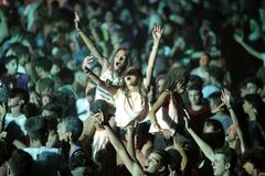 Trapani, Cornino - 07/27/2017: Θερινά φεστιβάλ και υπαίθριες συναυλίες στοκ εικόνες με δικαίωμα ελεύθερης χρήσης