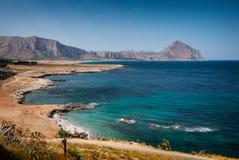 Trapani, Italia giugno 2017 - vista della costa di Trapani in Sicilia con il supporto nei precedenti Fotografia Stock