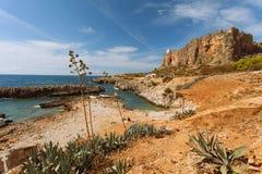 Trapani prowincja, Sicily, Włochy - morze plaży i zatoki widok od linii brzegowej między Zdjęcia Royalty Free