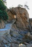 Trapingang in een deel van de gezichts rotsachtig berg van niet-exis stock afbeeldingen