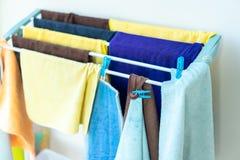 Trapo en la cuerda para tender la ropa Objeto para limpiar foto de archivo libre de regalías