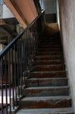 Trappa av gammal byggnad royaltyfri foto